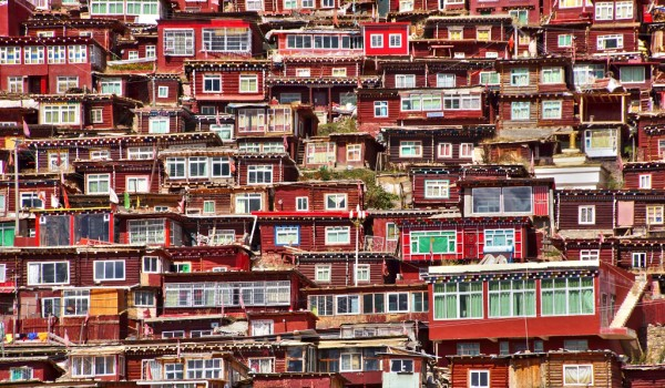 Larung Gar with it's many, many little and very basic monks houses