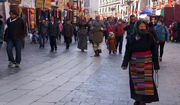 Lhasa: pilgrims prostrating at Barkhor Street