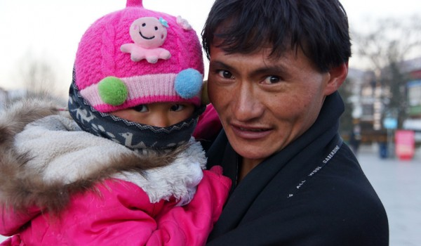 Lhasa: a proud father with his daughter at Barkhor Square