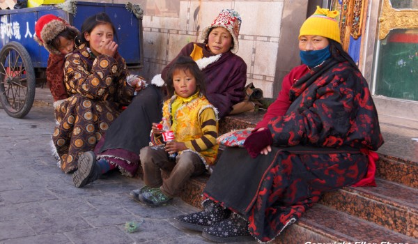 A family on pilgrimage in Lhasa