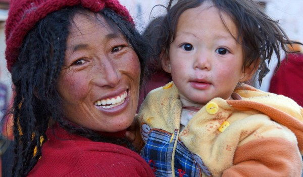 A nomad woman with her young child on pilgrimage in Lhasa