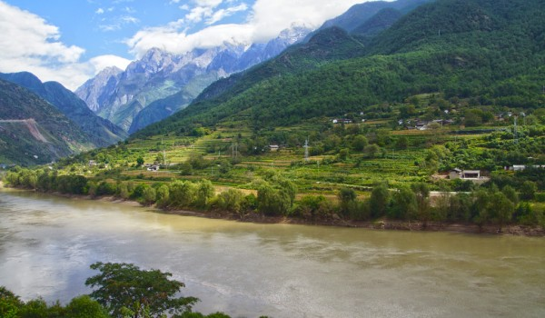 Landscape on the way from Lijiang to Shangri La (Zhongdian), Yunnan. The river is the Yantze.