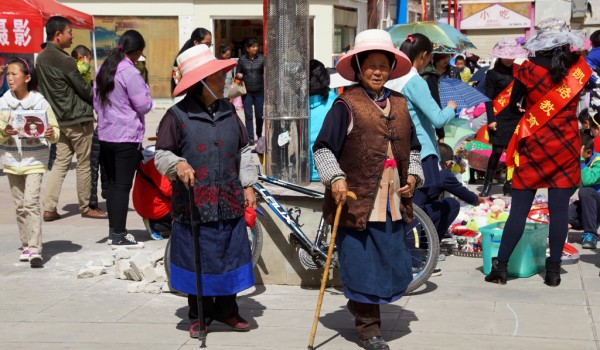 Elderly lady's at the childrens market in the centre of Shangri La (Zhongdian), Yunnan