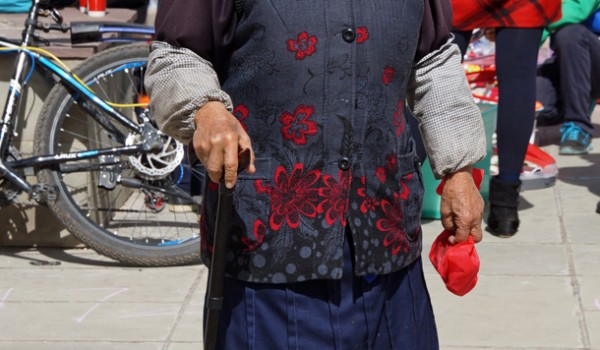 Elderly lady at the childrens market in the centre of Shangri La (Zhongdian), Yunnan