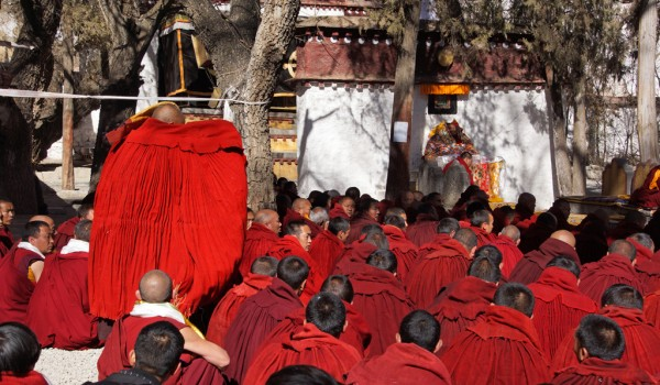 Special ceremony at Sera Monastery, Lhasa: the monk who passed the highest exams going to his teacher Shampa Thudan Rinpoche (Champa Thubten Rinpoche) to pay his respects