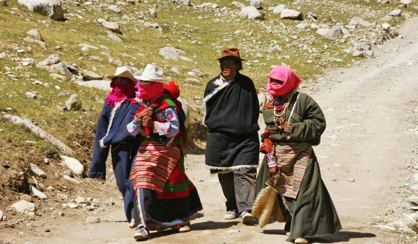 Day 2 of the kora: pilgrims in the Lham-chu Valley (2012)