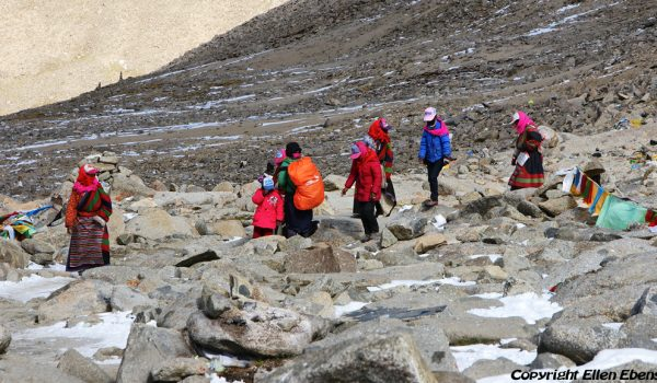 Day 2 of the kora: pilgrims on Drolma La pass (5.660m) (2012)