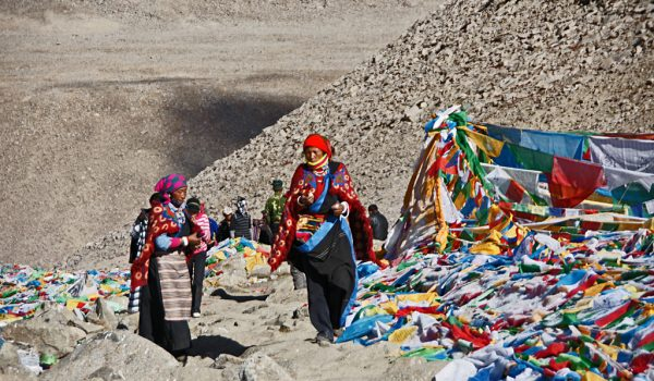 Day 2 of the kora: pilgrims on Drolma La pass (5.660m) (2011)