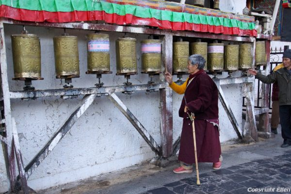 Lhasa: pilgrims turning the prayer wheels at the Barkhor