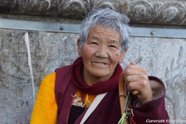 Lhasa: portrait of a woman at the Barkhor