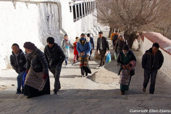 Lhasa: pilgrims at Drepung Monastery