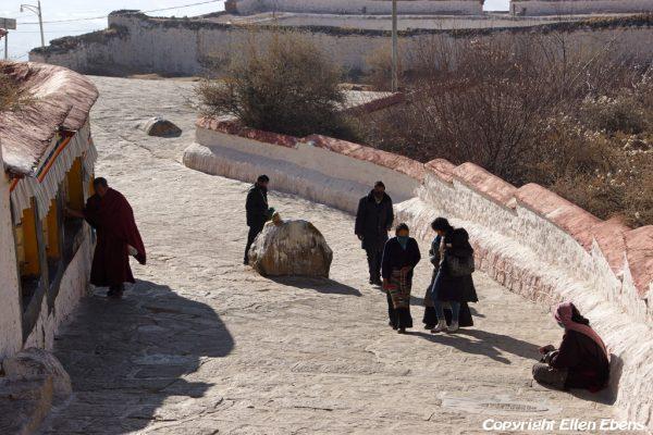 Lhasa: pilgrims at Drepung Monastery
