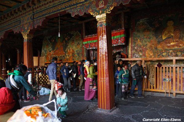 Lhasa: pilgrims inside of the Jokhang Temple, waiting to get into the inner prayer hall