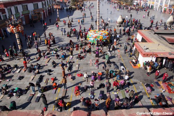 Lhasa: prostrating pilgrims in front of the Jokhang Temple, seen from the rooftop