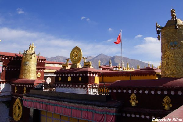 Lhasa: the rooftop of the Jokhang Temple