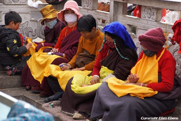 Lhasa: pilgrims in front of the Jokhang Temple doing mandala offering