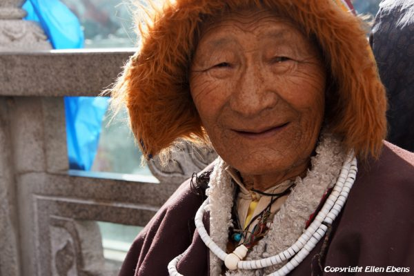 Lhasa: old man in front of the Jokhang Temple