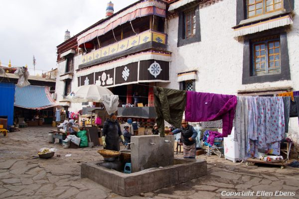 Lhasa: Meru Nyignba Monastery, situated behind the Jokhang Temple
