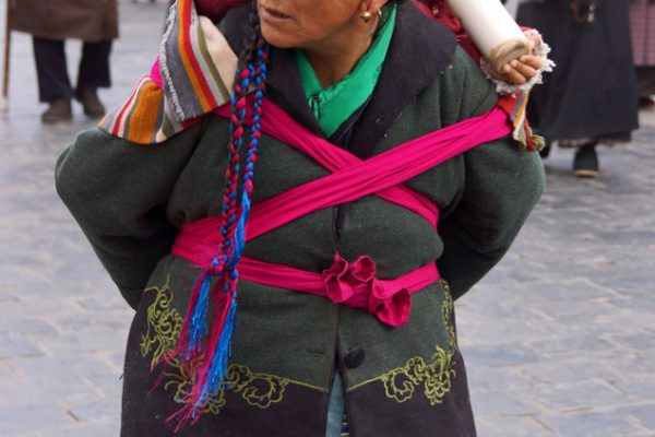 Lhasa: grandmother with grandchild at the Barkhor