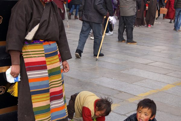 Lhasa: mother with her young children at the Barkhor