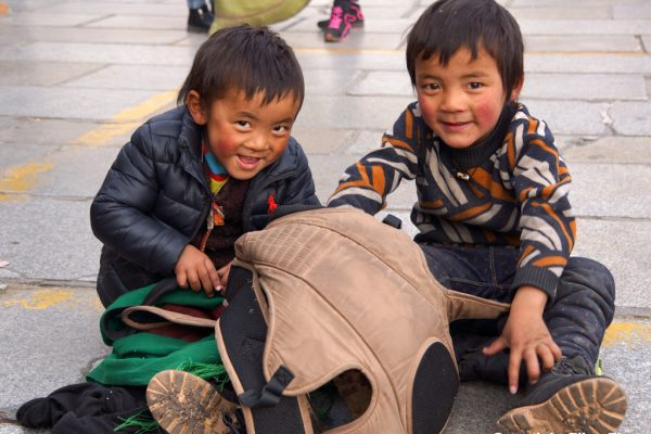 Lhasa: two little rascals at the Barkhor
