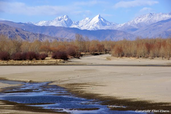 The Yarlung Tsangpo river valley in winter time.