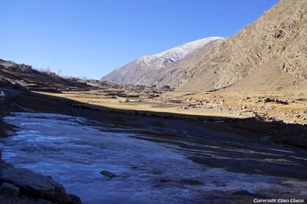 In the cold early morning on the way to Yasang Monastery, in the valley behind Tsedang