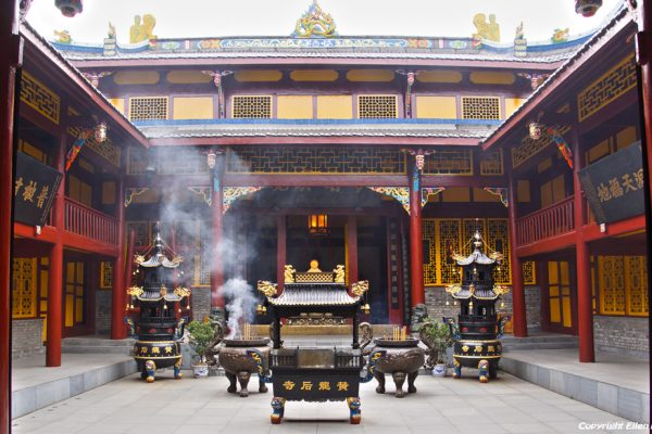 Huanglong National Park: Ancient Temple