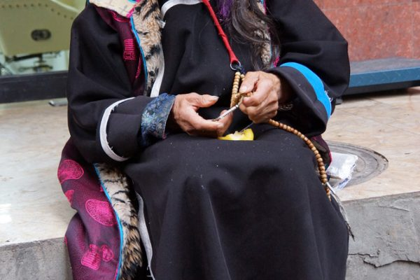 Old lady in traditional clothes at the town of Ma'erkhang (Barkham)