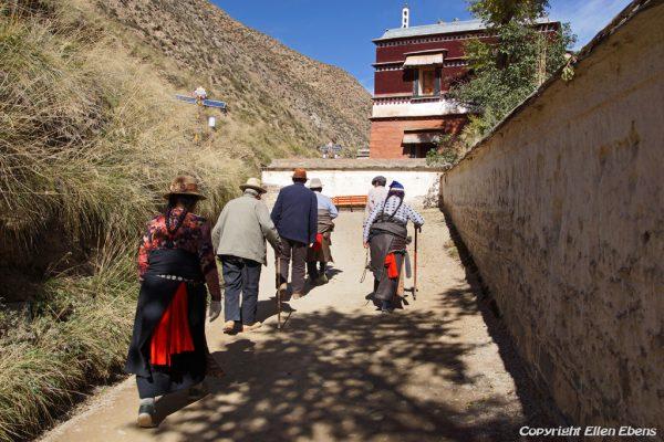 Xiahe: pilgrims at Labrang Monastery