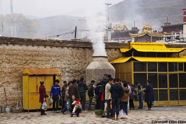 Juniper burning at Rongwu Monastery