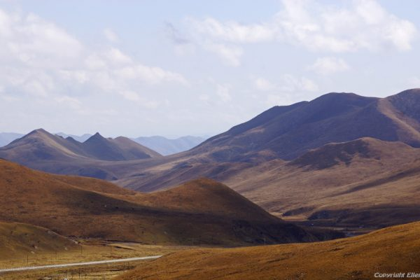 Landscape on the way from Xiahe to Zoige