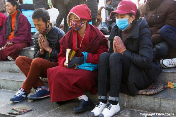 Lhasa, pilgrims at the Barkhor