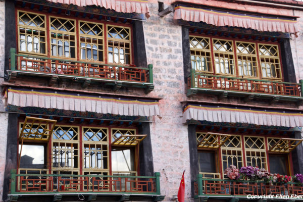 Lhasa, windows of a building at Barkhor Street
