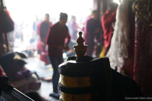 LLhasa, prostrating pilgrims at the entrance of the Jokhang Temple