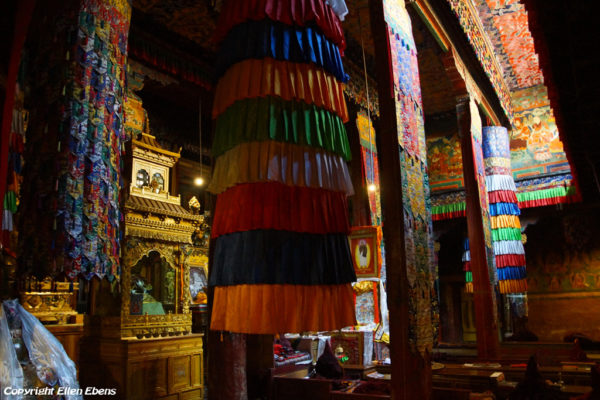 Inside the assembly hall of Zhatang Monastery