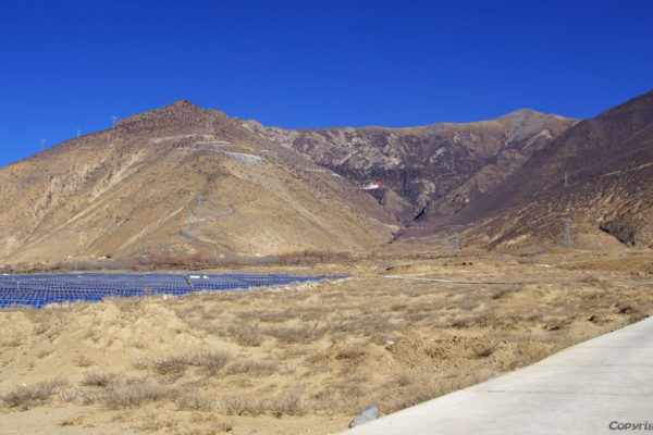 Driving from the Yarlung Tsangpo vally to Densatil Monastry, high up in the mountain. In Tibet more and more solar power fields are build.