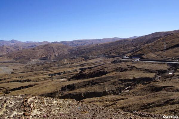 View from the Tso La pass (4,600m) between Sakya and Shigatse