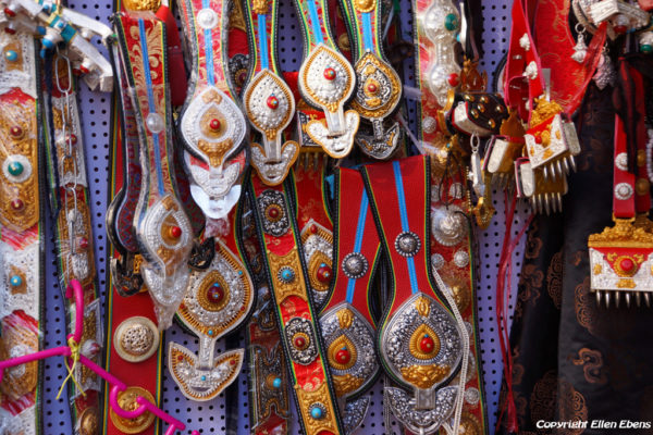 Lhasa: shopping at Barkhor Street
