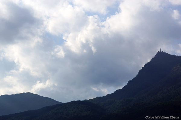 The pagoda on top of Mount Jizushan