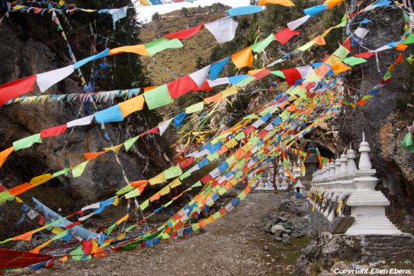 Small gorge with stupas and prayerflags near Songpan