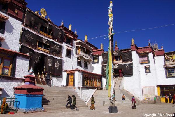 Samding Monastery near the town of Nagartse