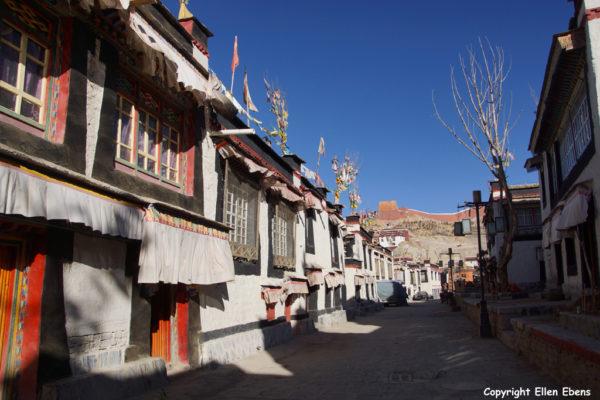 A street in Gyantse
