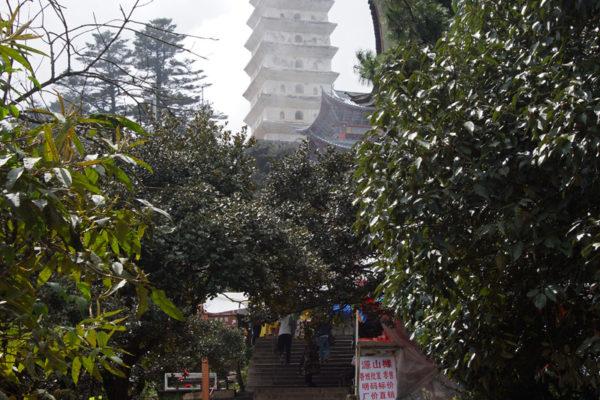Jizu Shan (Jizu Mountain), at the top of the mountain, Tianzhu Peak (3.240m), where the Jinding Temple with the Lengyan Pagoda is