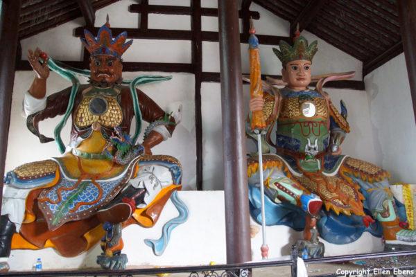 Jizu Shan (Jizu Mountain), statues of protectors at the Jinding Temple