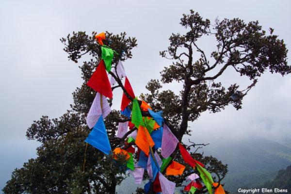 Jizu Shan (Jizu Mountain), Tibetan prayer flags