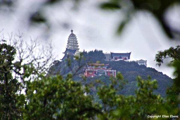 Jizu Shan (Jizu Mountain) with the top of the mountain, Tianzhu Peak (3.240m), where the Jinding Temple with the Lengyan Pagoda is