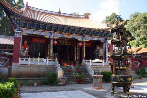 One of the many temple complexes on Jizu Shan