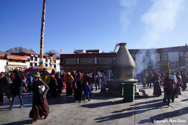 Lhasa, pilgrims in front of the Jokhang Temple