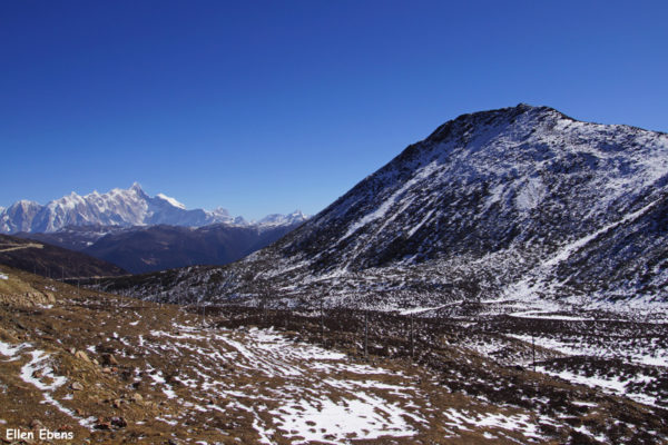On the Serkyam La pass or Sejila Mountain pass (4,728 meters). With blue skies the top of the Namcha Bawa Mountain (7,782 meters, the 28th highest mountain in the world) is clearly visible.